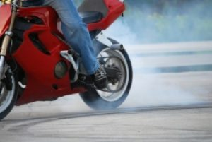 motorfiets-stunter-band-burn-out_21301095